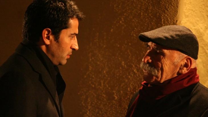 """Ezel (2009): Ramiz Dayı'ya """"Yamuk Bakmak"""""""