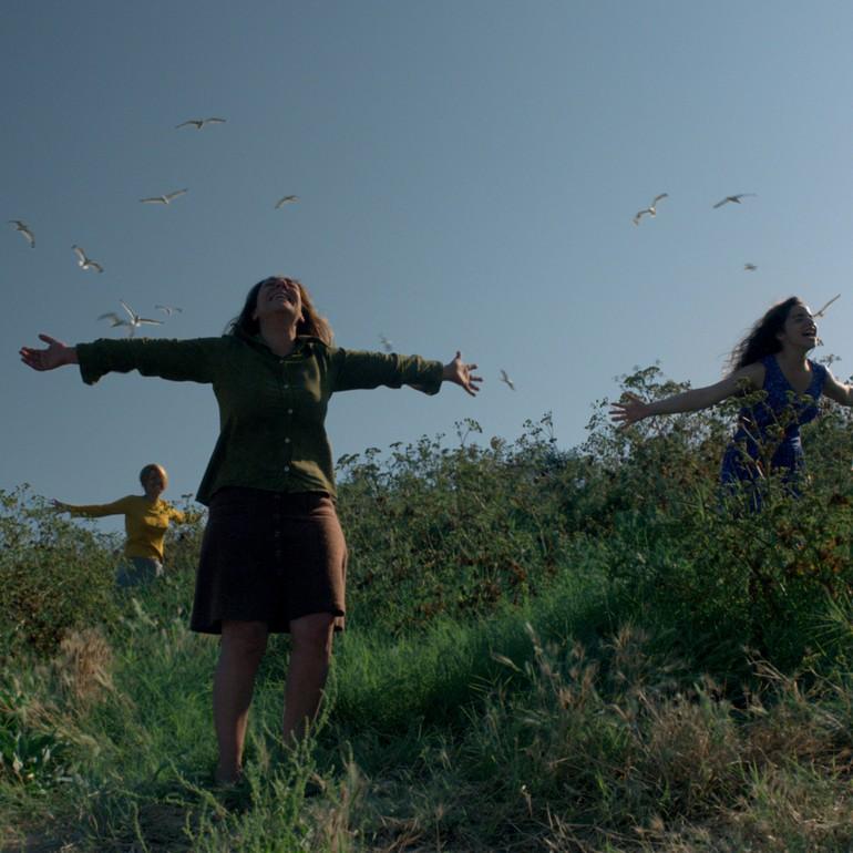 Şarkı Söyleyen Kadınlar (2013): Maddi Dünya ile Uhrevi Dünya Arasındaki Savaş