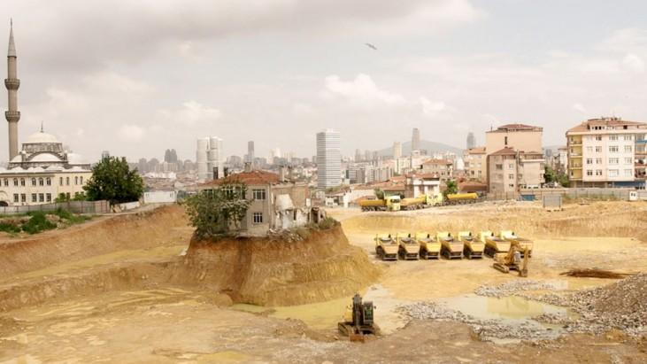Hasret: Sehnsucht (2015): Dünya Bir Yana, İstanbul Bir Yana