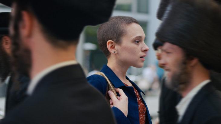 Unorthodox (2020): Eril Nazarın Ötesinde Bir Görsel Haz ve Anlatı Örneği